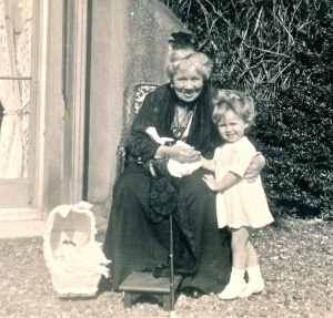 Anna Jay with her granddaughter Anne at Blendon Hall in 1925